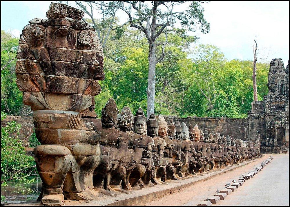 Pont_Angkor_Thom_ok.jpg
